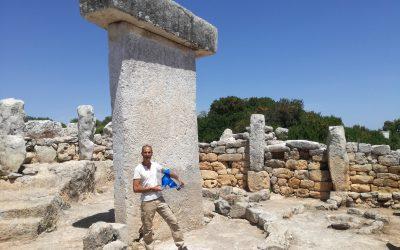 La Pajarita Azul visita en Menorca un poblado talayótico