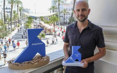 Una Pajarita Azul anida en el Ayuntamiento de Cádiz a la vera de Hércules
