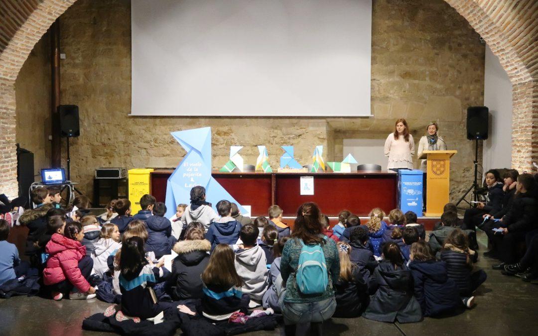 300 escolares de 4 colegios de León reciben a la Pajarita Azul