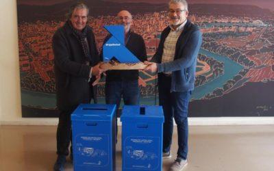Ayuntamiento, vecinos y comerciantes reciben en Logroño a la Pajarita Azul