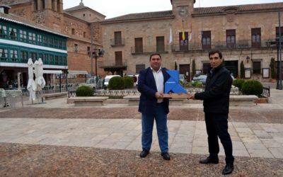 La Pajarita Azul recibida en Almagro por el alcalde y el presidente del RSU Ciudad Real